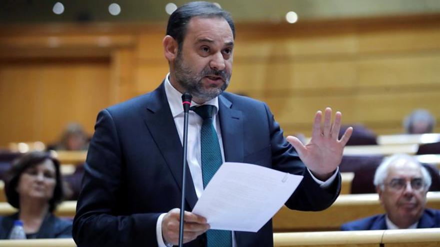 El ministro de Fomento, José Luis Ábalos, interviene en la sesión de control al Gobierno del Senado. EFE/ Juan Carlos Hidalgo