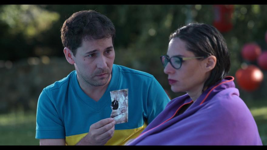 Natalia Mateo y Javier Godino, Vero y Pedro en el cortometraje. | EL JARDÍN DE VERO