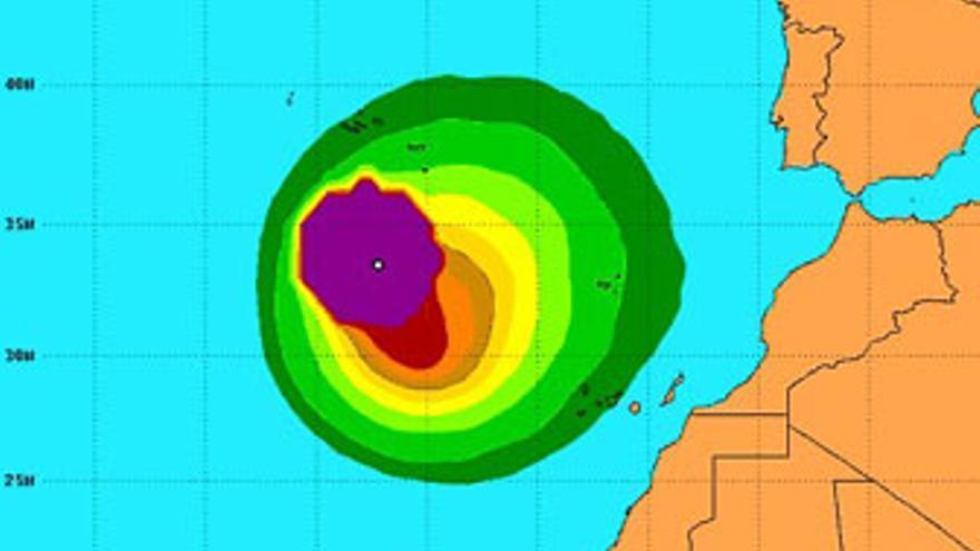 Mapa de direcciones y velocidades probables de 'Nadine', según datos del Centro Nacional de Huracanes de EEUU de este viernes.