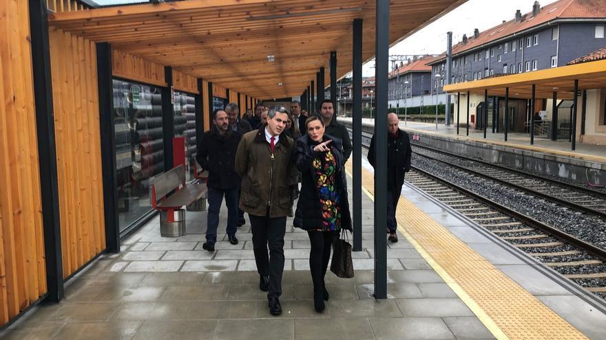 Zuloaga visita la estación de Adif en Renedo tras la mejoras de accesibilidad realizadas