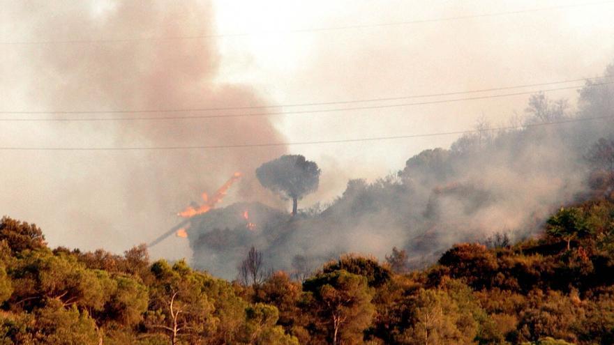 Sigue activo incendio de Castellví de Rosanes tras quemar unas 200 hectáreas