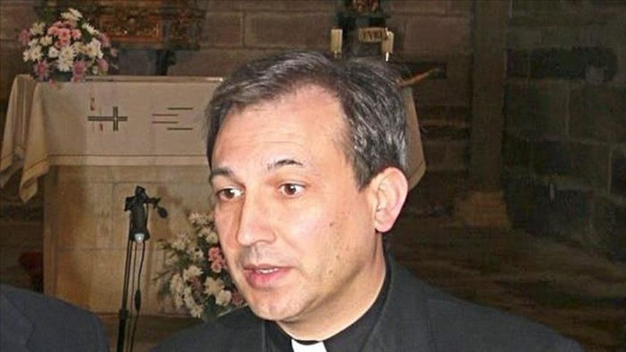 El abogado del sacerdote español imputado no podrá ejercer en el juicio