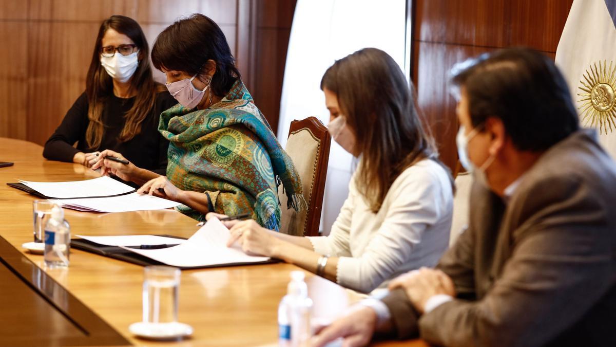 La resolución fue rubricada por las titulares de la Anses, Fernanda Raverta, y de la AFIP, Mercedes Marcó del Pont.