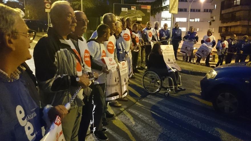 Extrabajadores de Fagor Electrodomésticos cortan la carretera de acceso a la Corporación Mondragon y MU en Arrasate