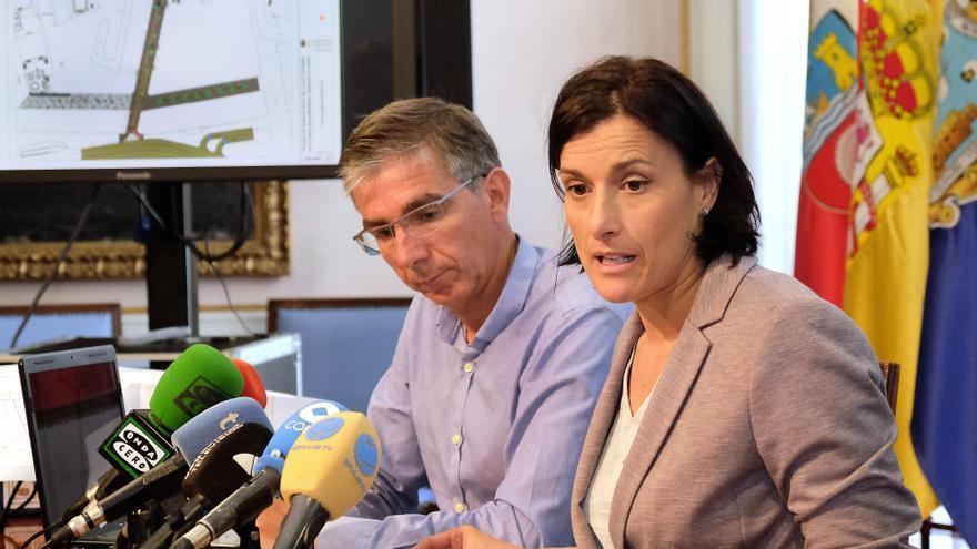 Gema Igual y César Díaz, durante la presentación del proyecto.