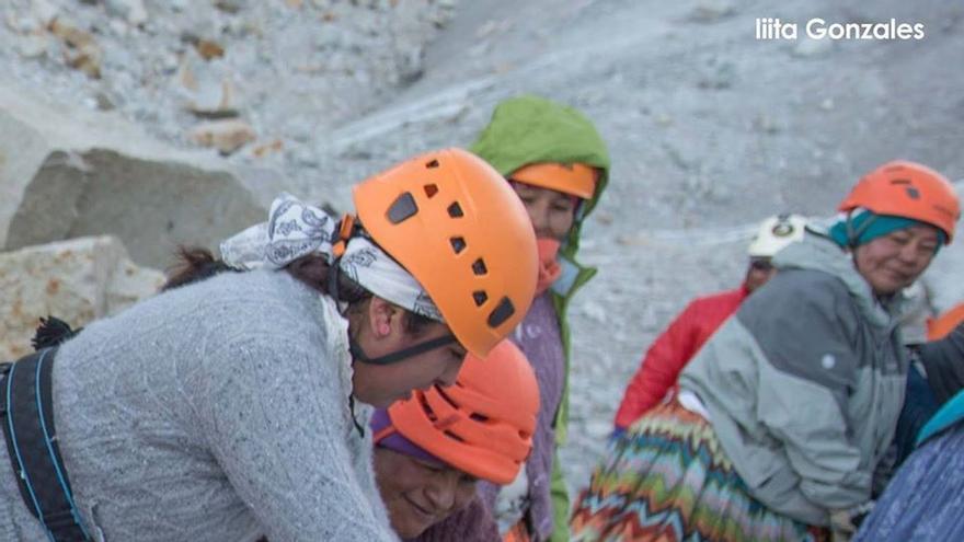 Las Cholitas en la montaña
