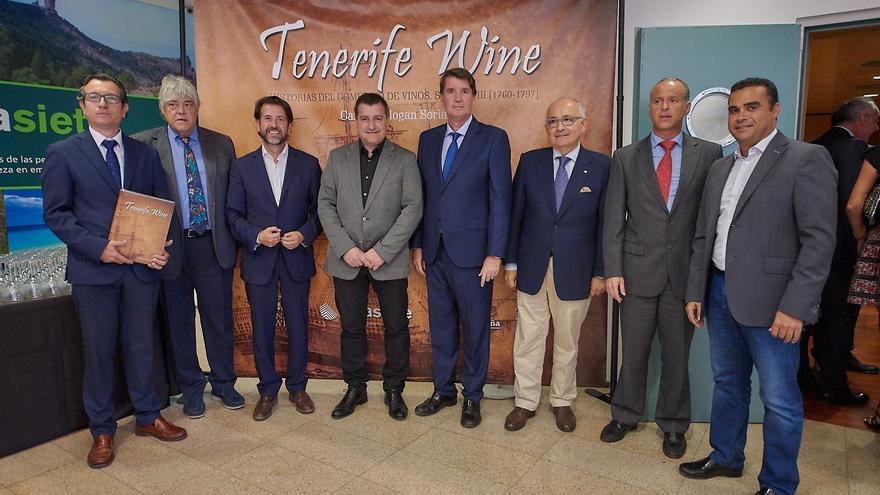 Foto de familia del acto de presentación del estudio, con participación de Cajasiete y Mutua Tinerfeña