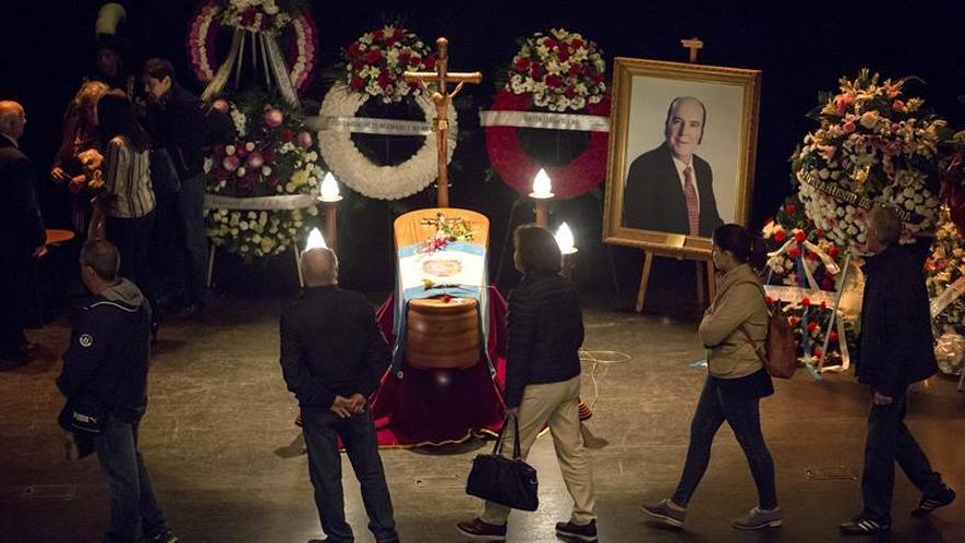 Cientos de personas despiden a Chiquito en una misa en el barrio donde nació