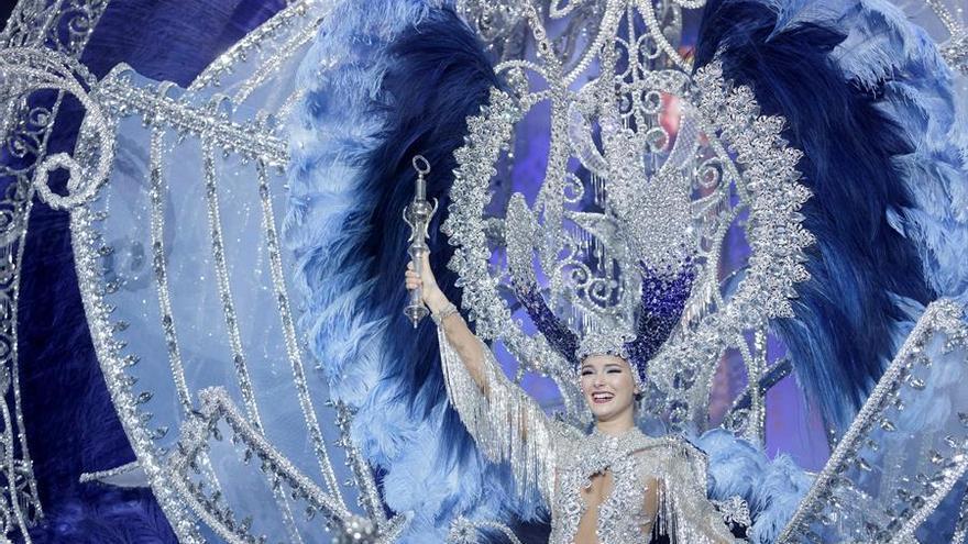 """Sara Cruz Teja, con la fantasía """"Sentir"""", elegida Reina del Carnaval de Santa Cruz de Tenerife."""