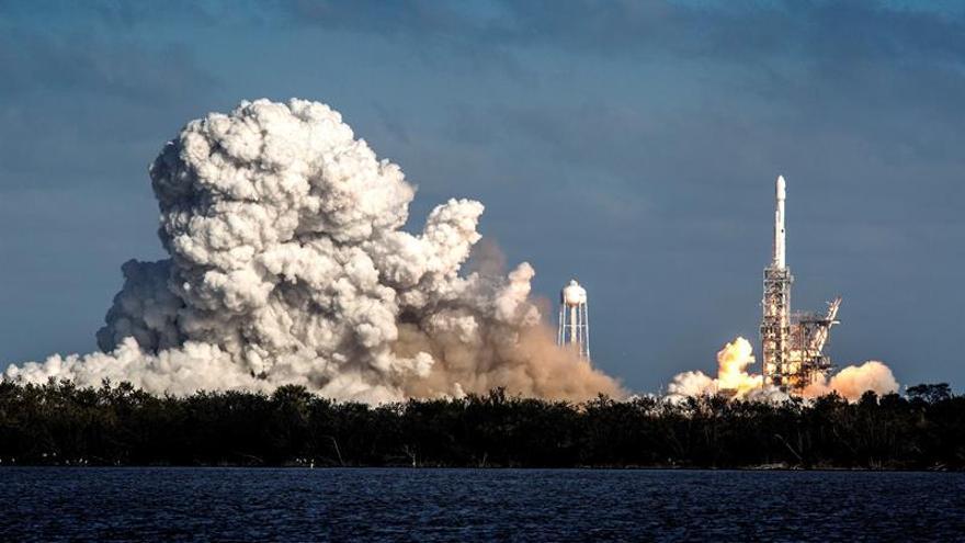SpaceX abre un nuevo capítulo espacial con el lanzamiento de su súpercohete