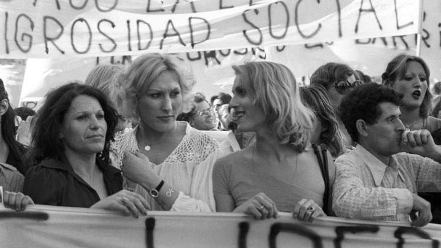 Mujeres trans en una manifestación por los derechos LGTBIQ+.