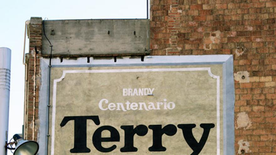 Imagen del cartel Terry en la plaza Molina de Barcelona