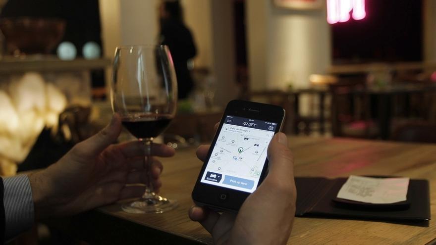 Un juez tumba la demanda de los taxistas contra Cabify al no inducir al titular de licencia a infringir normas
