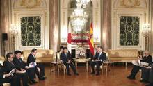 El ministro nipón de Exteriores confía seguir cooperando con Borrell en la UE