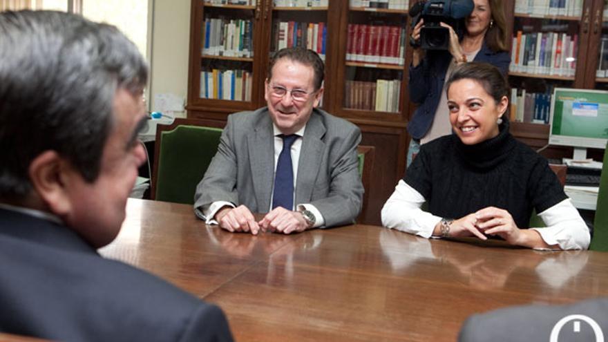 El consejero de Justicia en su visita a la Audiencia Provincial FOTO: MADERO CUBERO