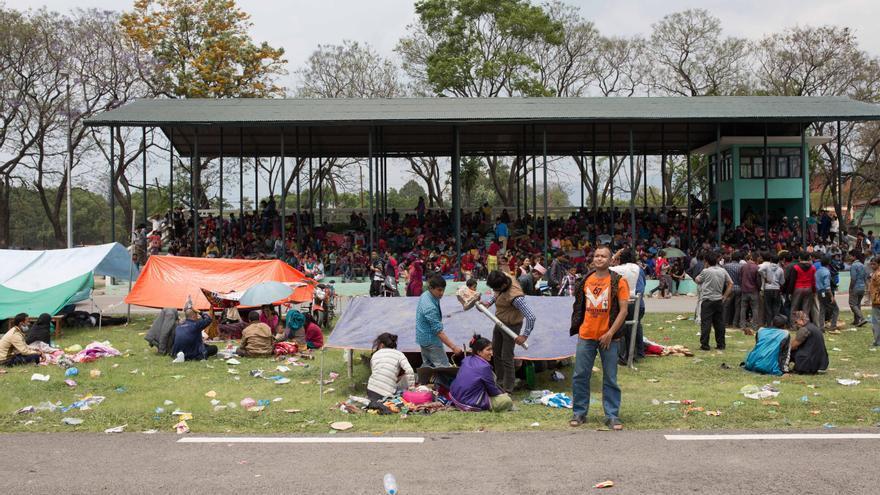 Los afectados per el terremoto se albergan en instalaciones improvisadas