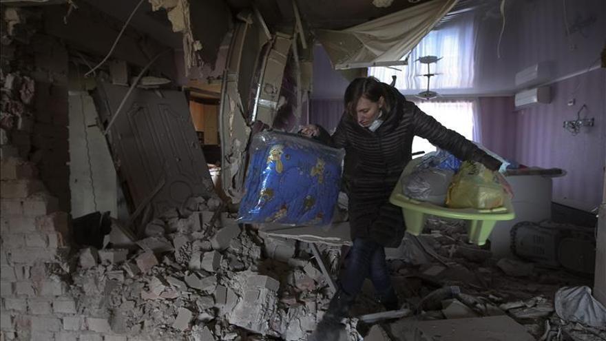 Los rebeldes denuncian el bombardeo de Donetsk y exigen reanudar las negociaciones