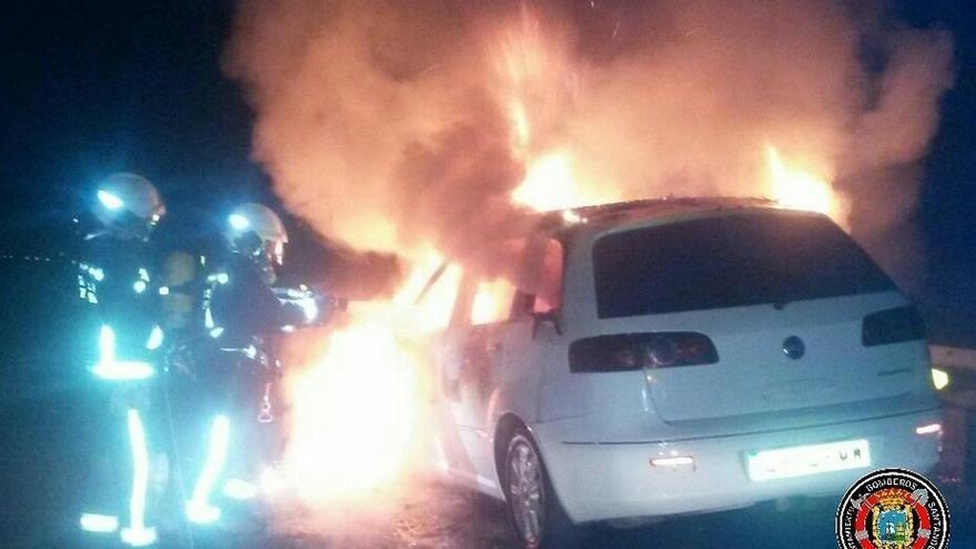 Una conductora resulta herida tras incendiarse su coche en la autovía A-8