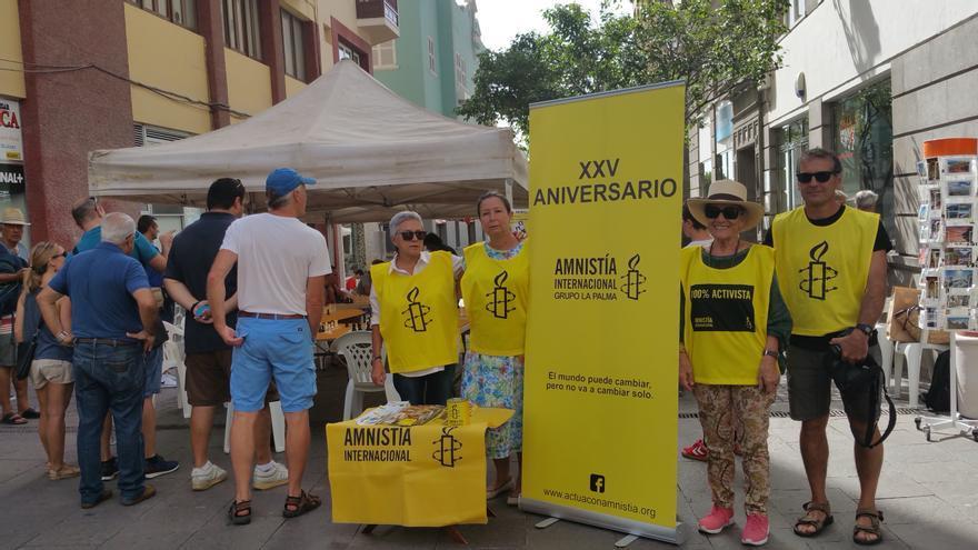 Activistas de Amnistía Internacional este martes. Foto: LUZ RODRÍGUEZ.