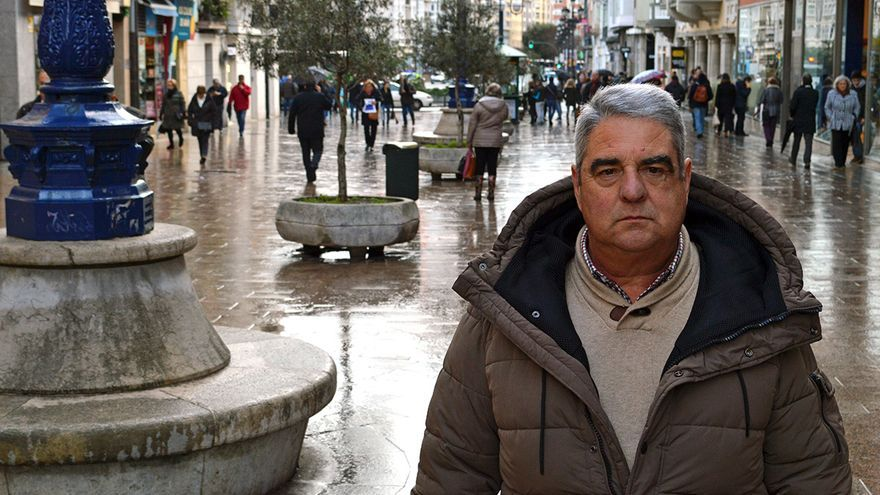 Pedro Peña, trasplantado bipulmonar, en la calle Burgos de Santander | RUBÉN ALONSO