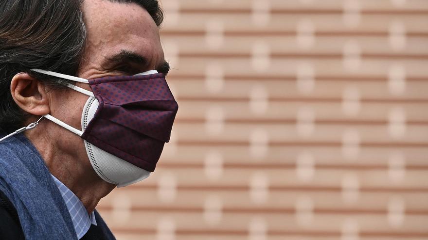 El expresidente del Gobierno José María Aznar a su llegada al coloquio. EFE/ Fernando Villar
