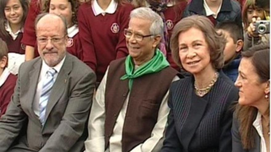 El Alcalde De Valladolid, Yunus, La Reina Sofía Y Soraya Rodríguez