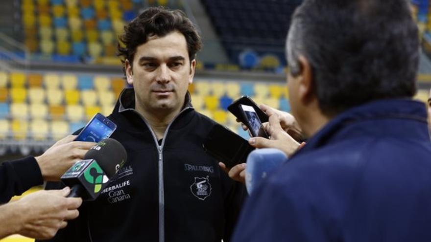 El técnico asistente del Herbalife Gran Canaria, Israel González. (Twitter oficial Herbalife Gran Canaria).