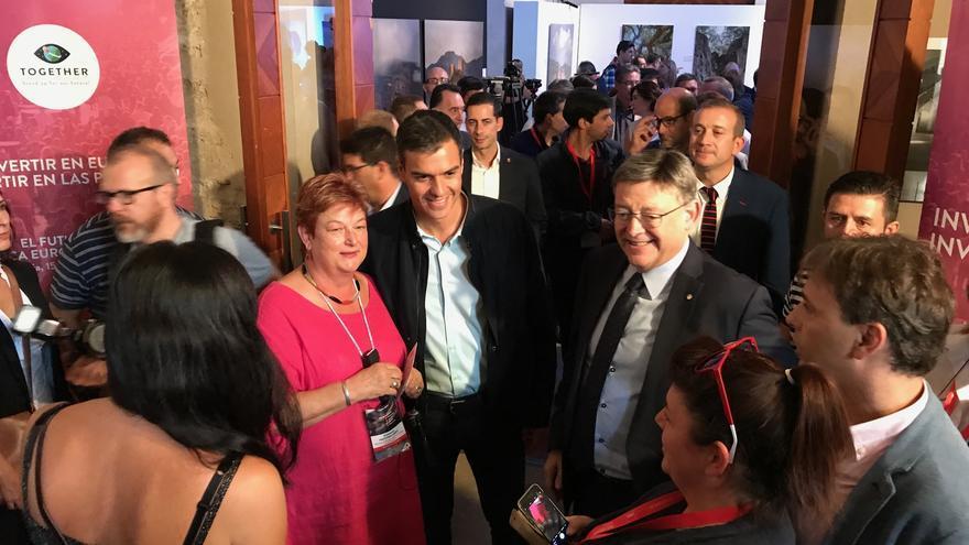 Pedro Sánchez con Ximo Puig en la jornada de los socialistas europeos en Valencia.