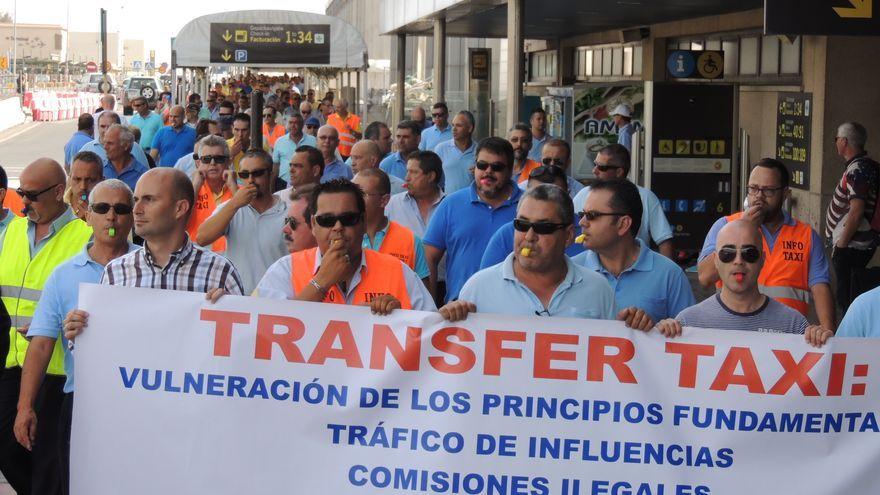 Taxistas de Telde e Ingenio se manifiestan contra el tránsfer