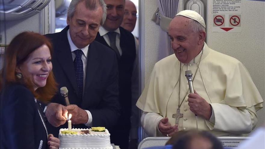 El papa desmiente que no quisiera recibir al Dalai Lama en el Vaticano