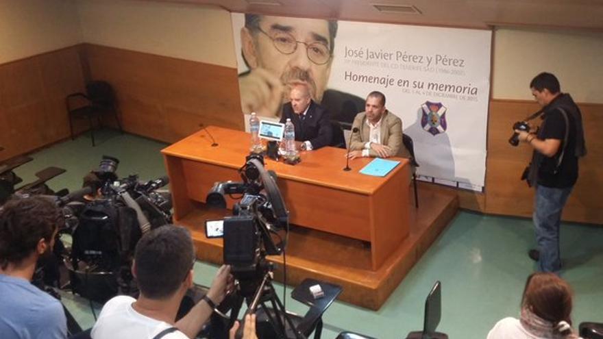 Acto de presentación del homenaje a Javier Pérez. (Twitter oficial CD Tenerife).