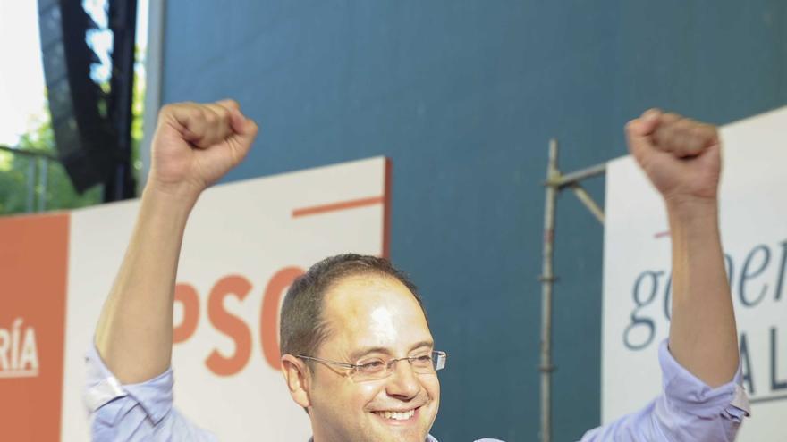 """El PSOE ve una """"recuperación gradual"""" de sus apoyos y dice que negociará pactos basándose en programas"""