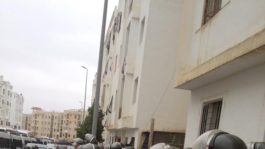 La Policía marroquí ha ido bloque por bloque de Boukhalef sacando a los ciudadanos subsaharianos de sus casas si no se habían marchado por decisión propia. / Elena González.