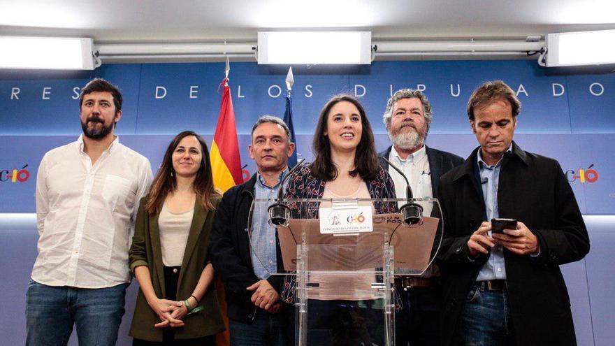 De izquierda a derecha: Antón Gómez Reino (Galicia en Común), Ione Belarra, Enrique Santiago (IU), Irene Montero, Juan López de Uralde (Equo) y Jaume Asens (En Comú).