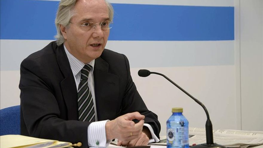 Gómez de la Serna retira su credencial de diputado a través de un procurador