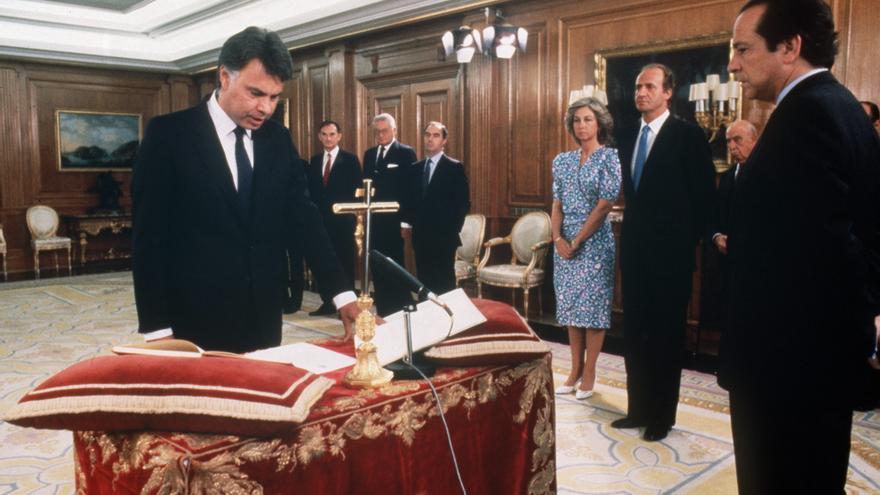Felipe González jura su cargo como presidente el 24 de julio de 1986.