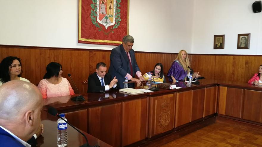 Acto de toma de posesión de Juan Miguel Rodríguez (NC) como nuevo alcalde de Tazacorte.
