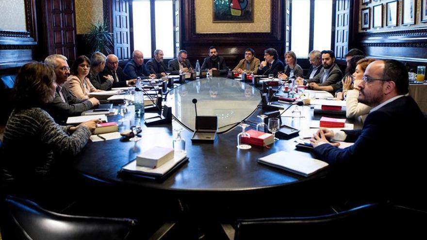 JxCat, ERC y la CUP piden al Parlament garantizar los derechos políticos de Puigdemont
