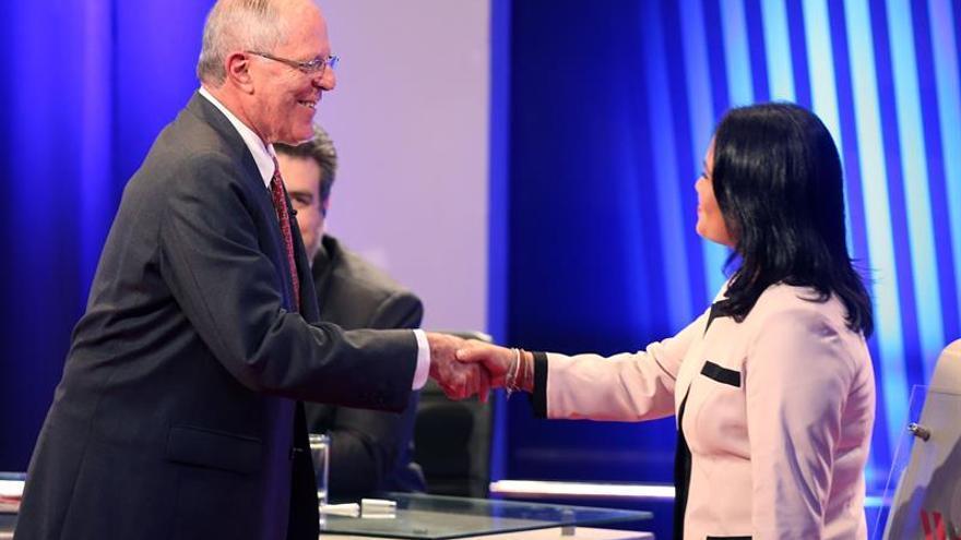 Keiko Fujimori llega con ventaja en los sondeos al decisivo debate con Kuczynski