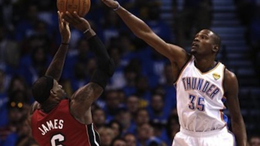 Durant fue el máximo anotador del choque con 36 puntos. (Europa Press)