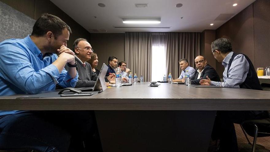 Varios representantes de Coalición Canaria y del Partido Socialista de Canarias, entre los que se encuentran el viceconsejero de presidencia, José Miguel Barragán (2d), y el Consejero de Presidencia, Aarón Afonso (i), se reunieron en la mesa de seguimiento del pacto entre ambos partidos.