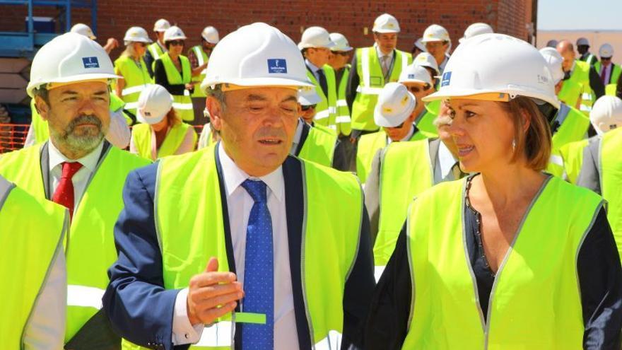 Francisco Gil-Ortega y María Dolores de Cospedal, en una visita a las obras del futuro ATC. Foto: Enresa