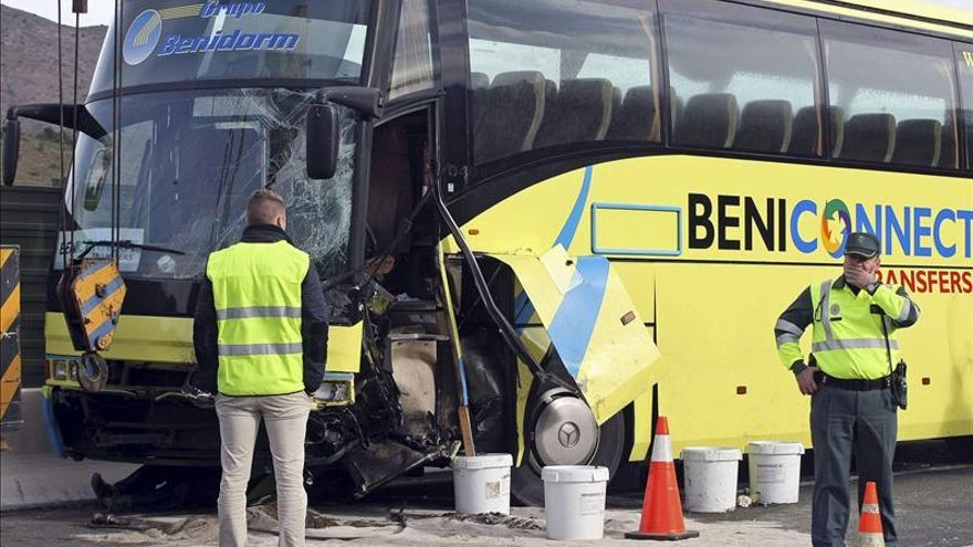 Una mujer muerta y 3 heridos, 2 de ellos menores, en un accidente en Alicante
