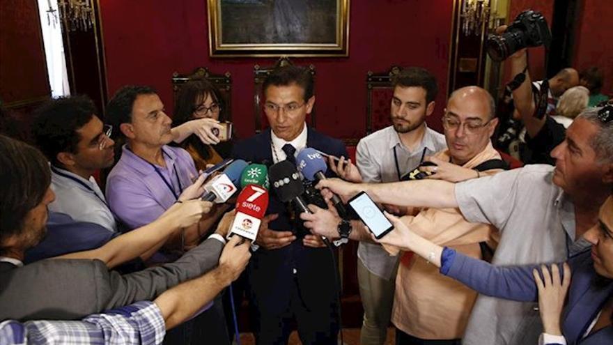 El alcalde de Granada, Luis Salvador, ha elegido a un candidato cuyo currículum es inferior al del resto de aspirantes