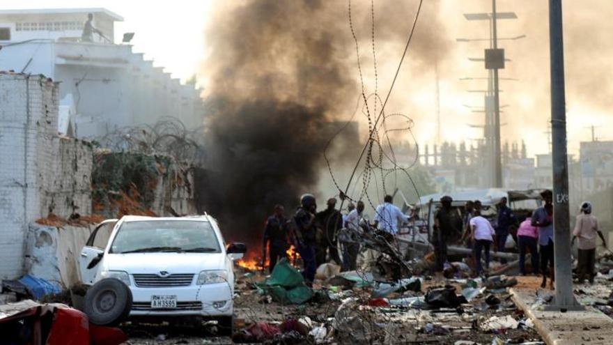 Aumentan a 30 los muertos en el triple atentado con coche bomba en Somalia