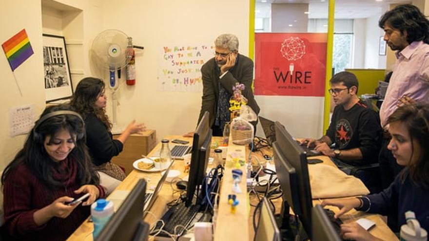 Varadarajan y algunos de su equipo en la sede de The Wire.