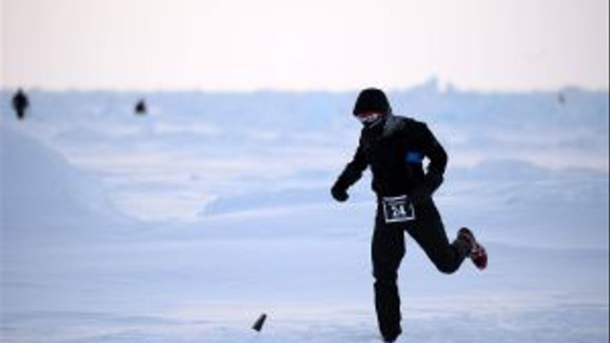 The North Pole Marathon 2014. Corredor en acción. Foto: Mike King