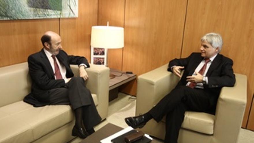 Rubalcaba Con Secretario General Del PSOE En Canarias