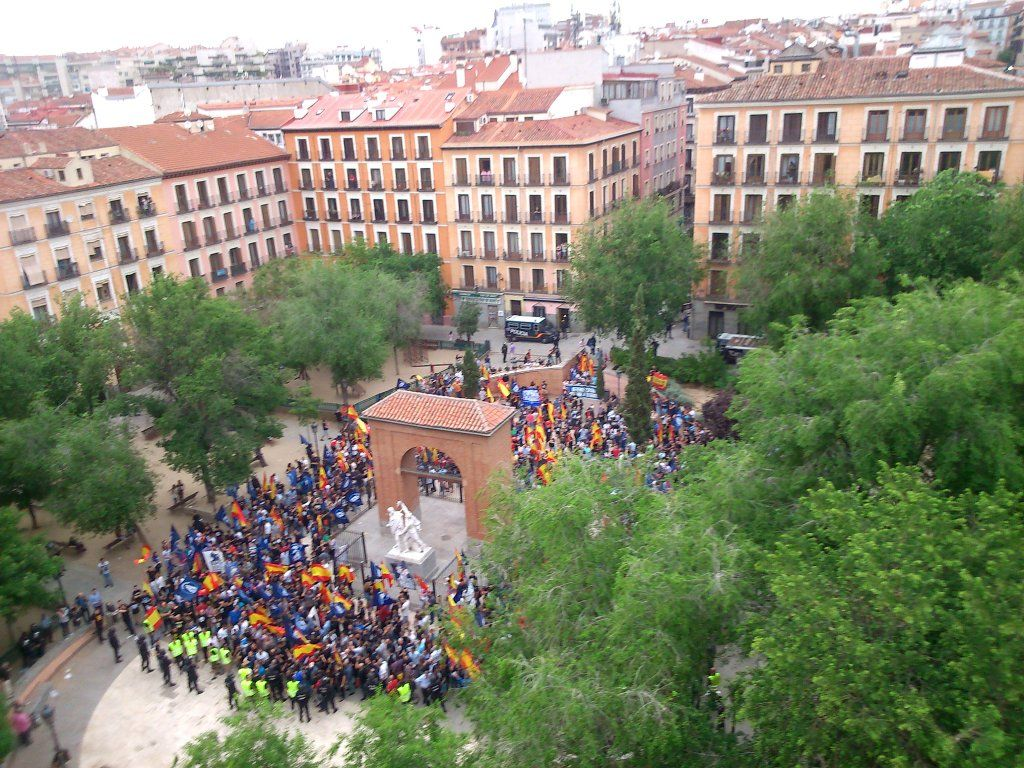 Imagen de la manifestación a su llegada al 2 de Mayo | @ELSUSPIRADERO