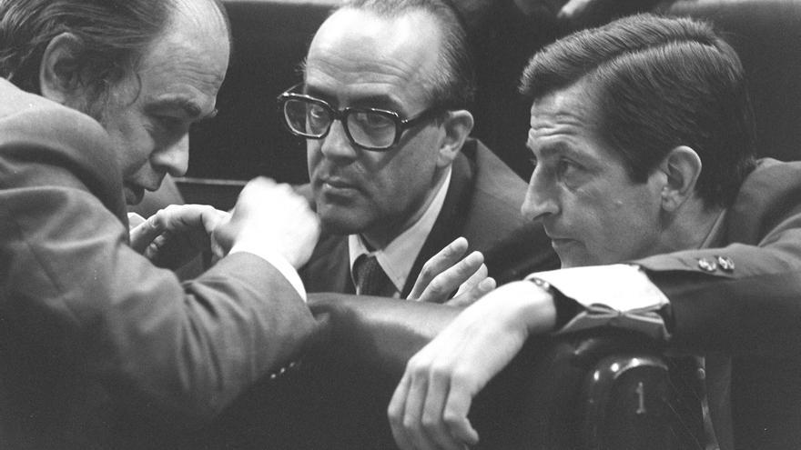 Jordi Pujol, Leopoldo Calvo Sotelo y Adolfo Suárez, en la constitución de las Cortes, el 13 de julio de 1977.